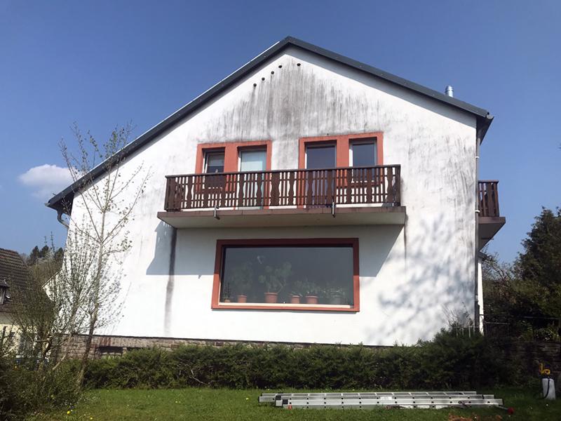 Fassadenreinigung Einfamilienhaus Beispiel 2 Vorher