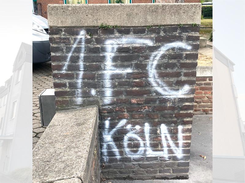 Graffitientfernung Mauer vorher