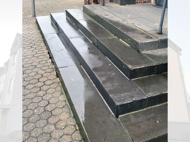 Graffitientfernung Treppe nachher