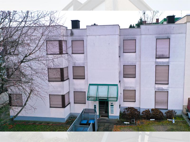 Fassadenreinigung Wohnkomplex vorher