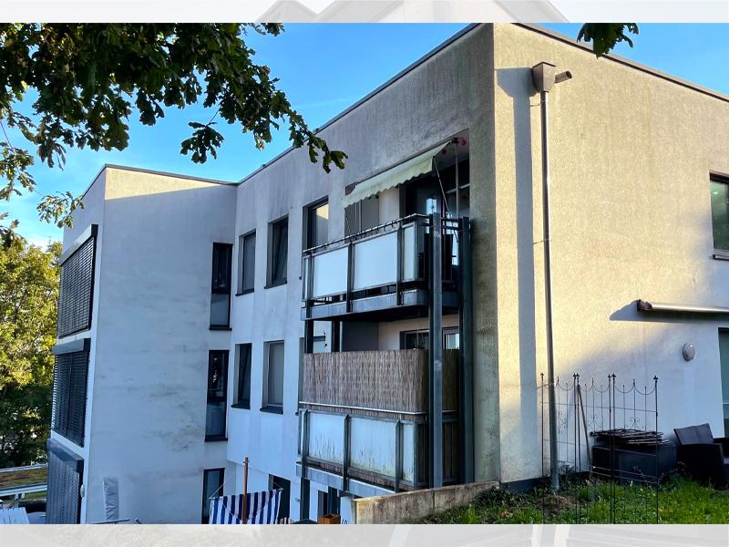 Fassadenreinigung Mehrfamilienhaus Vorher